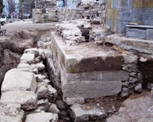 Укрепват крепостната стена в Стария Созопол 2