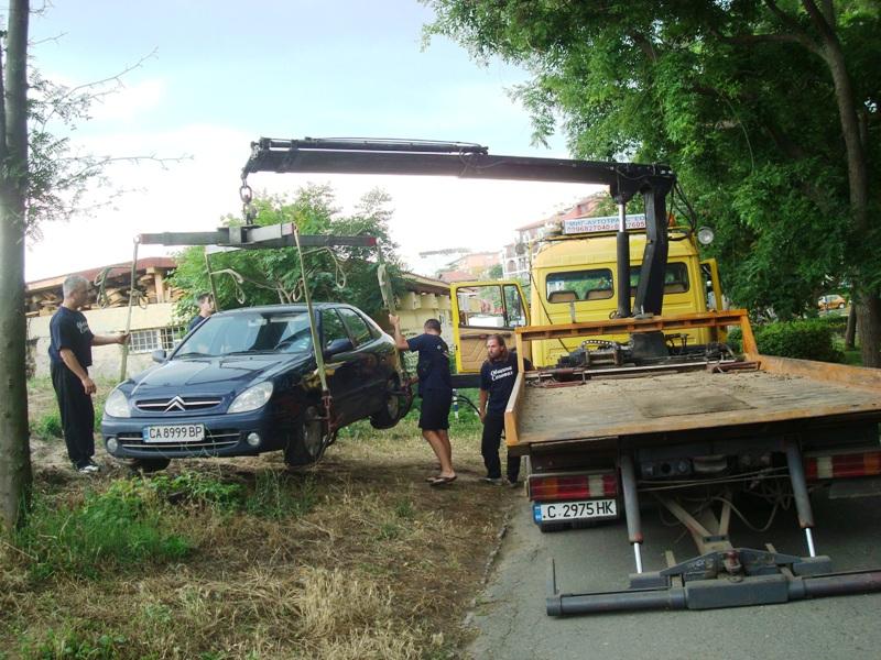 Баровци паркират на тревата или 2x50=100лв. 6