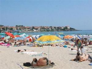 Разделят плажовете за бедни и богати 1