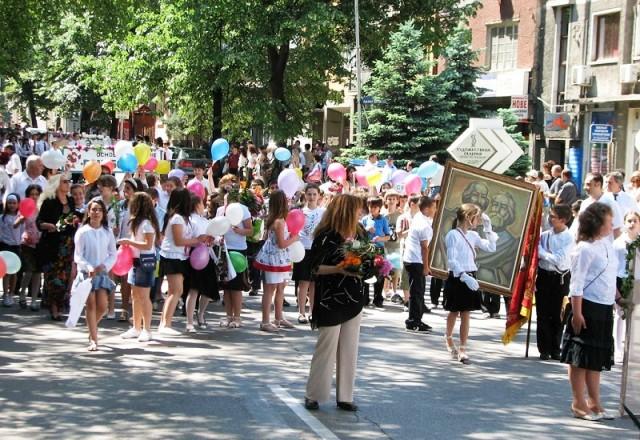 Отличници водят манифестацията за 24 май в Созопол  1