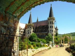 """Thumbnail image for Екип от """"Дискавъри"""" поиска да заснеме замъка край Равадиново"""