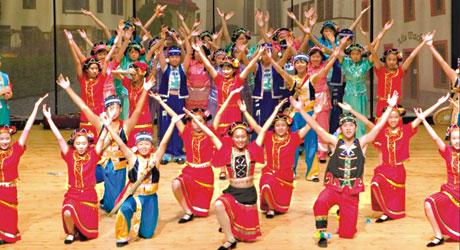 Децата на Хонг Конг пеят в Созопол 1