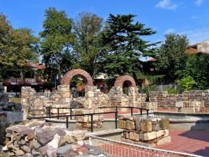 Антична арка