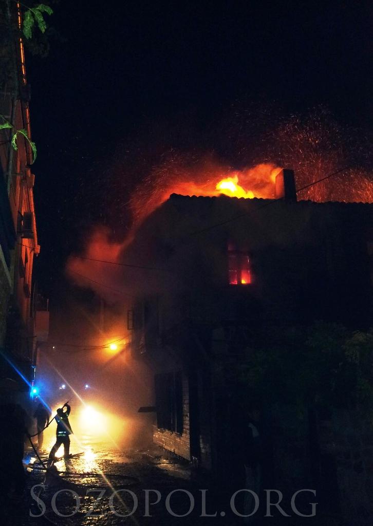 Трима души загинаха - изгоря паметник на културата в стария Созопол 1