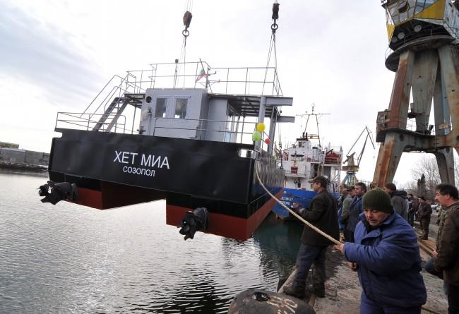 Нов катамаран ще събира мидите край Созопол