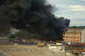 Пламъци, пушек и гърмежи от газови бутилки