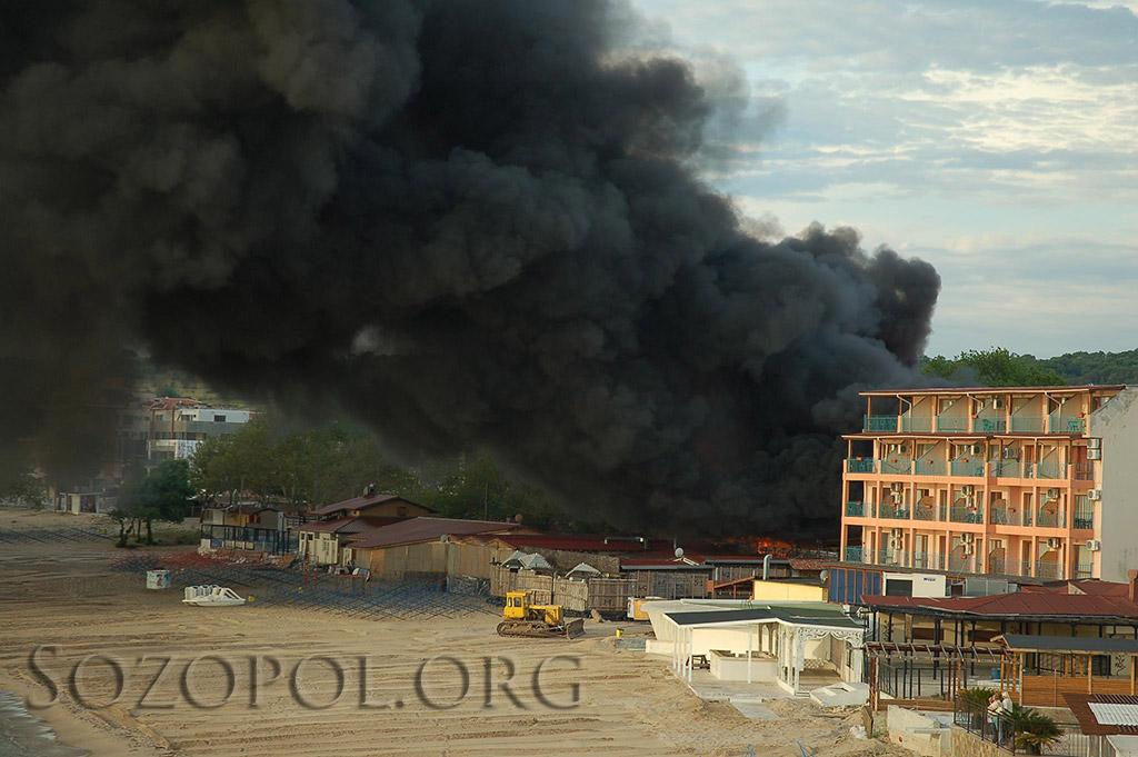 Изгоря пицария Баракуда в Созопол 1