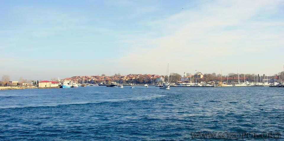 Риболовните кораби излизат в морето на Никулден